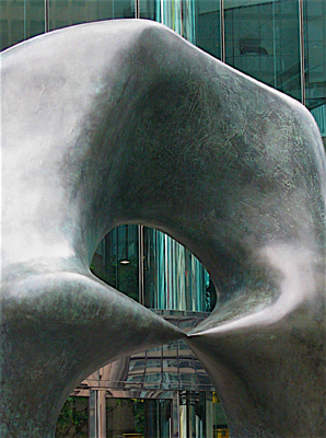 Henry_Moore_Oval_with_Points_Hong_Kong_0_main.jpg