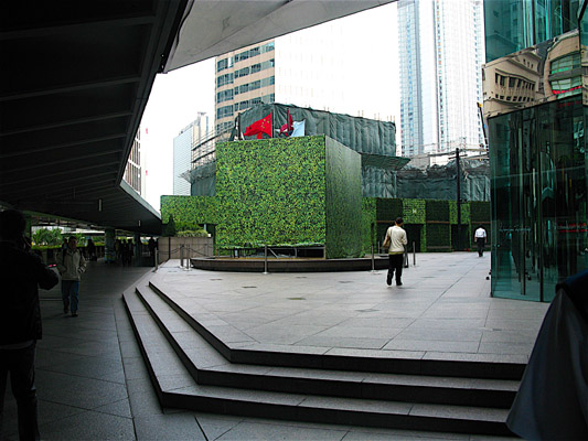Henry_Moore_Oval_with_Points_Hong_Kong_4.jpg