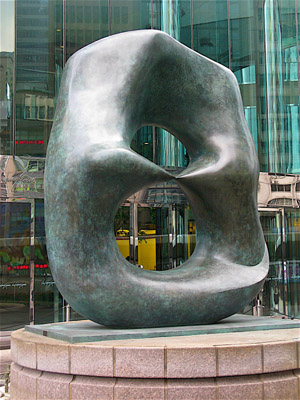 Henry_Moore_Oval_with_Points_Hong_Kong_7.jpg