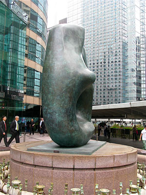 Henry_Moore_Oval_with_Points_Hong_Kong_8.jpg